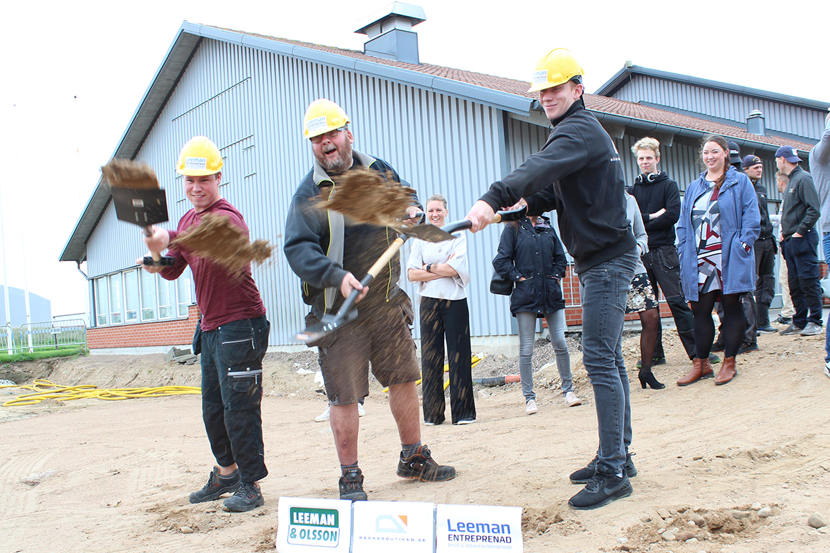 Det ble mange spadetak i dag når Rekkverkbutikken feiret byggestart for de nye lokalene!