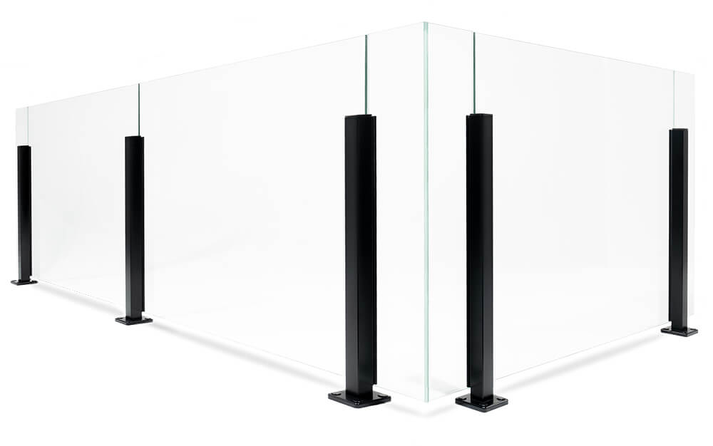 Glassrekkverk med aluminiumstolper i stilren design