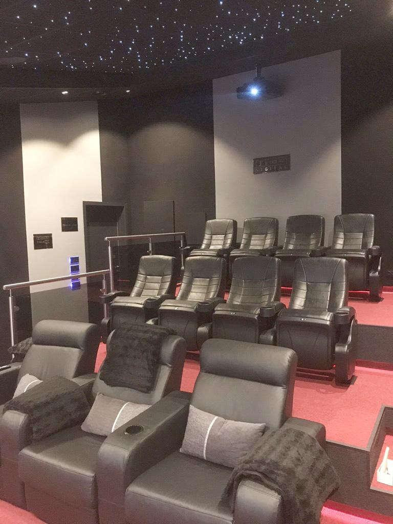 Rustfritt rekkverk kino-rom