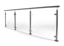 Glassrekkverk med rustfrie stolper